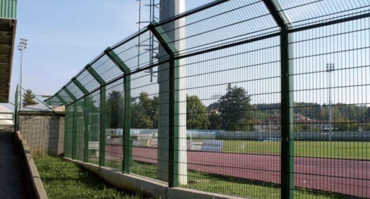 Recinzione per campo sportivo / in rete metallica / a pannelli ...