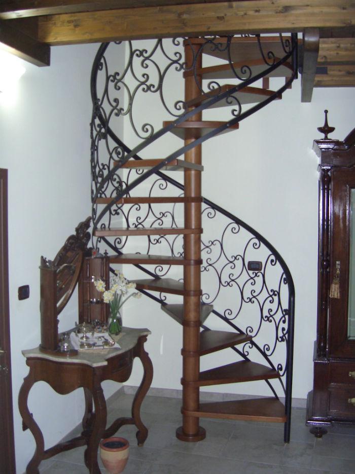 Popolare Scala a chiocciola / con gradini in legno / con struttura in  JO91