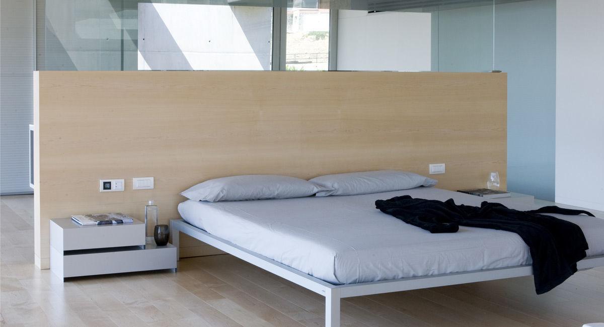 Testiera per letto matrimoniale moderna in legno con