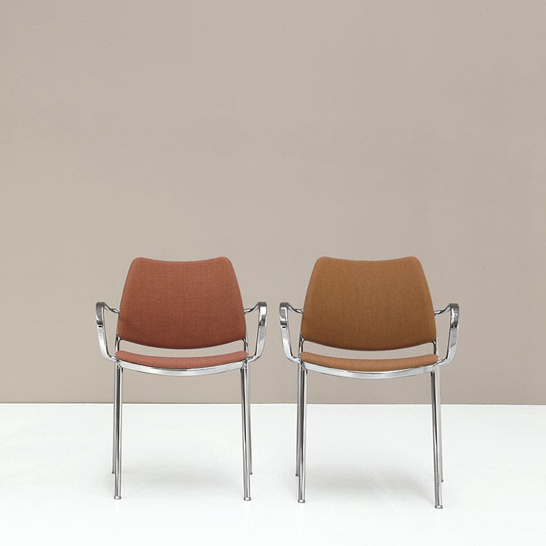 Sedia moderna / imbottita / con braccioli / impilabile - GAS by ...