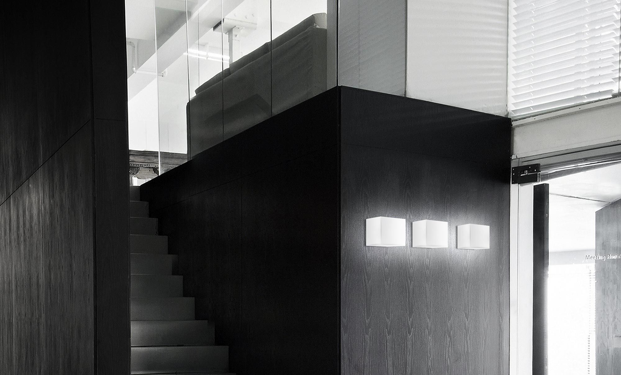 Applique moderna in vetro led quadrata kubik panzeri