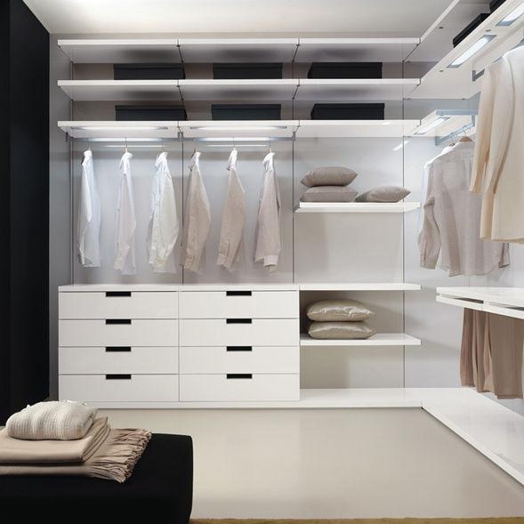 Cabina armadio moderna / in legno laccato / con illuminazione ...