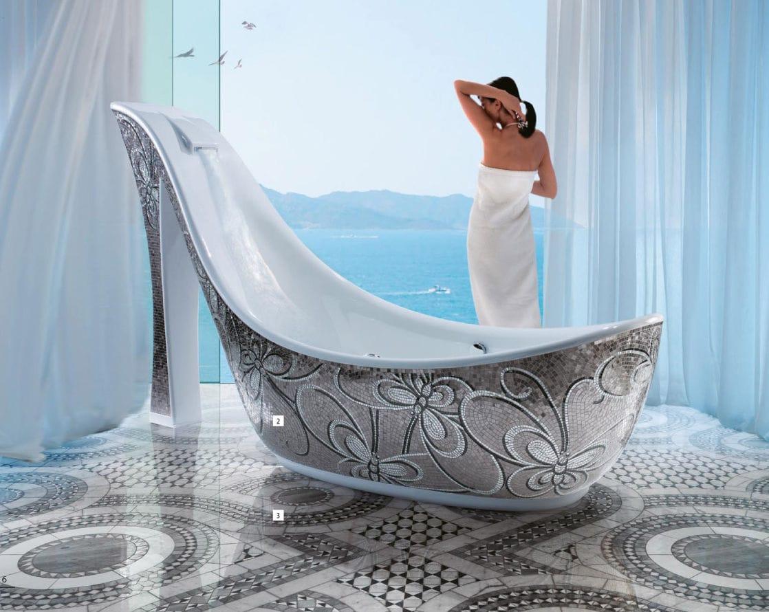 Rivestimento vasca da bagno in con piastrelle a mosaico in vetro