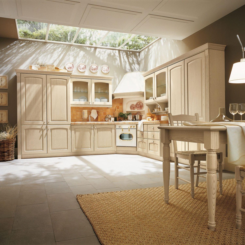 Cucina classica / in legno massiccio / in frassino / con impugnature ...