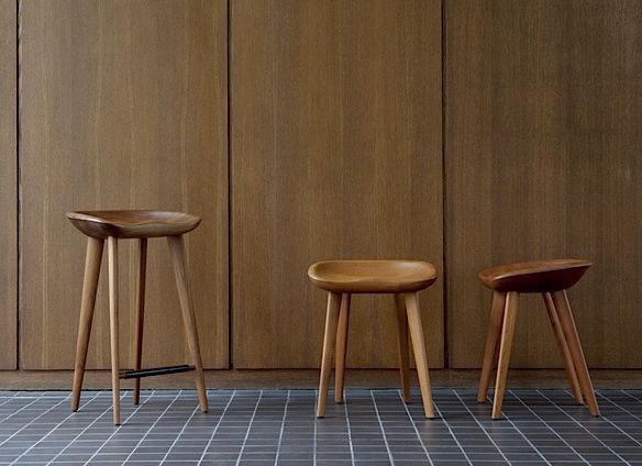 Sgabello da bar design scandinavo in legno per uso contract