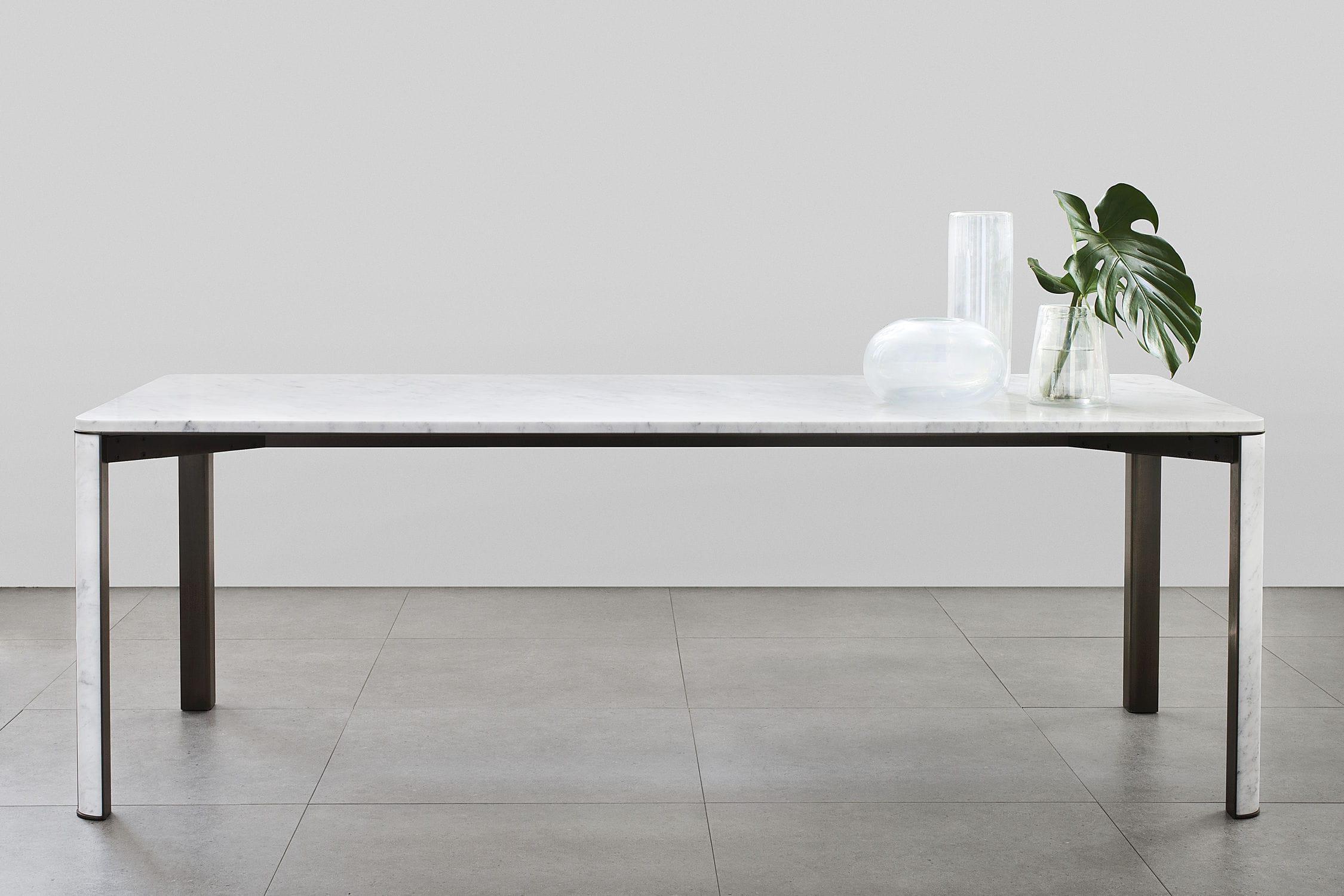 Tavolo da pranzo moderno in ottone in marmo rettangolare