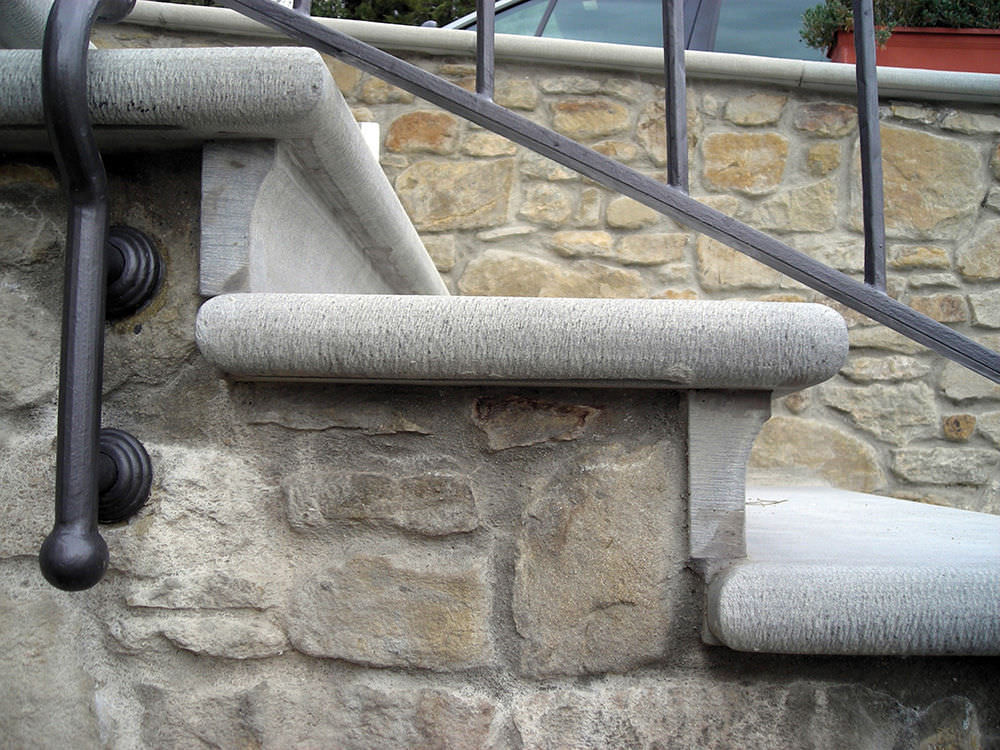 Scale Da Esterno In Pietra : Scala dritta con gradini in pietra con alzata tradizionale