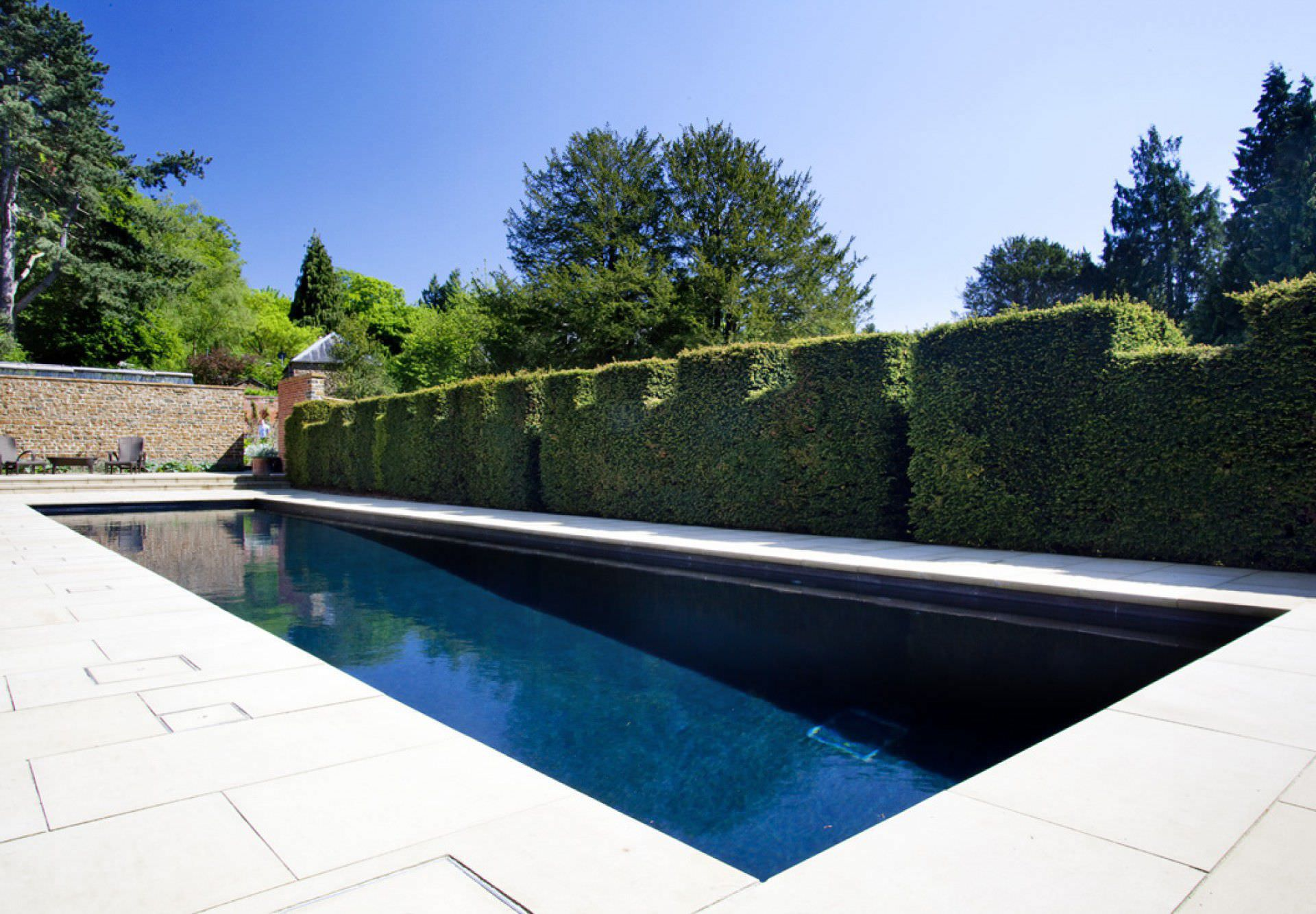 Piscina interrata in pietra da esterno luxury guncast