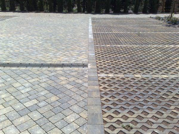 Pavimentazione In Calcestruzzo Carrabile Drenante Da Esterno