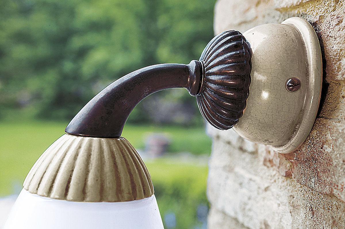Applique classica da esterno in ceramica a lampada