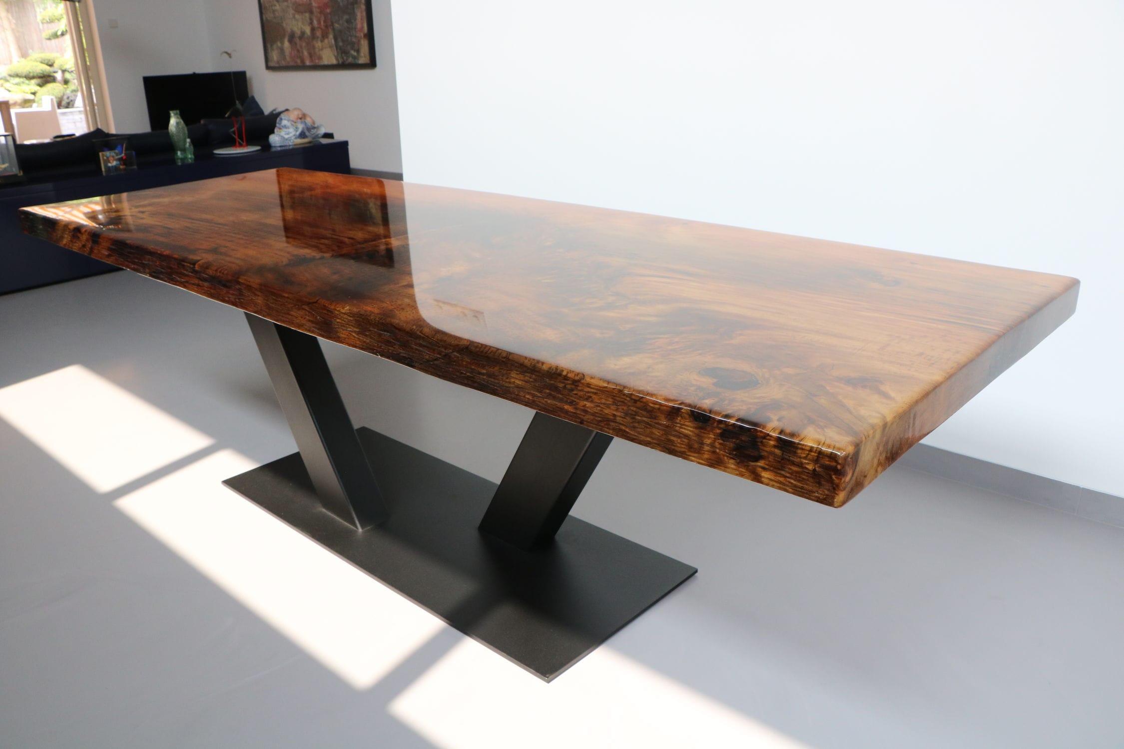Tavolo da pranzo moderno in legno massiccio in legno laccato