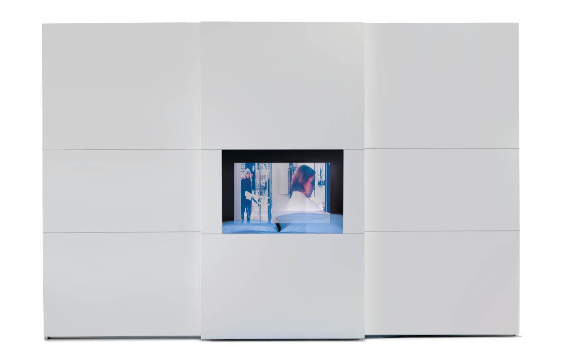 Armadio moderno / in vetro / con porta scorrevole / con schemo TV ...