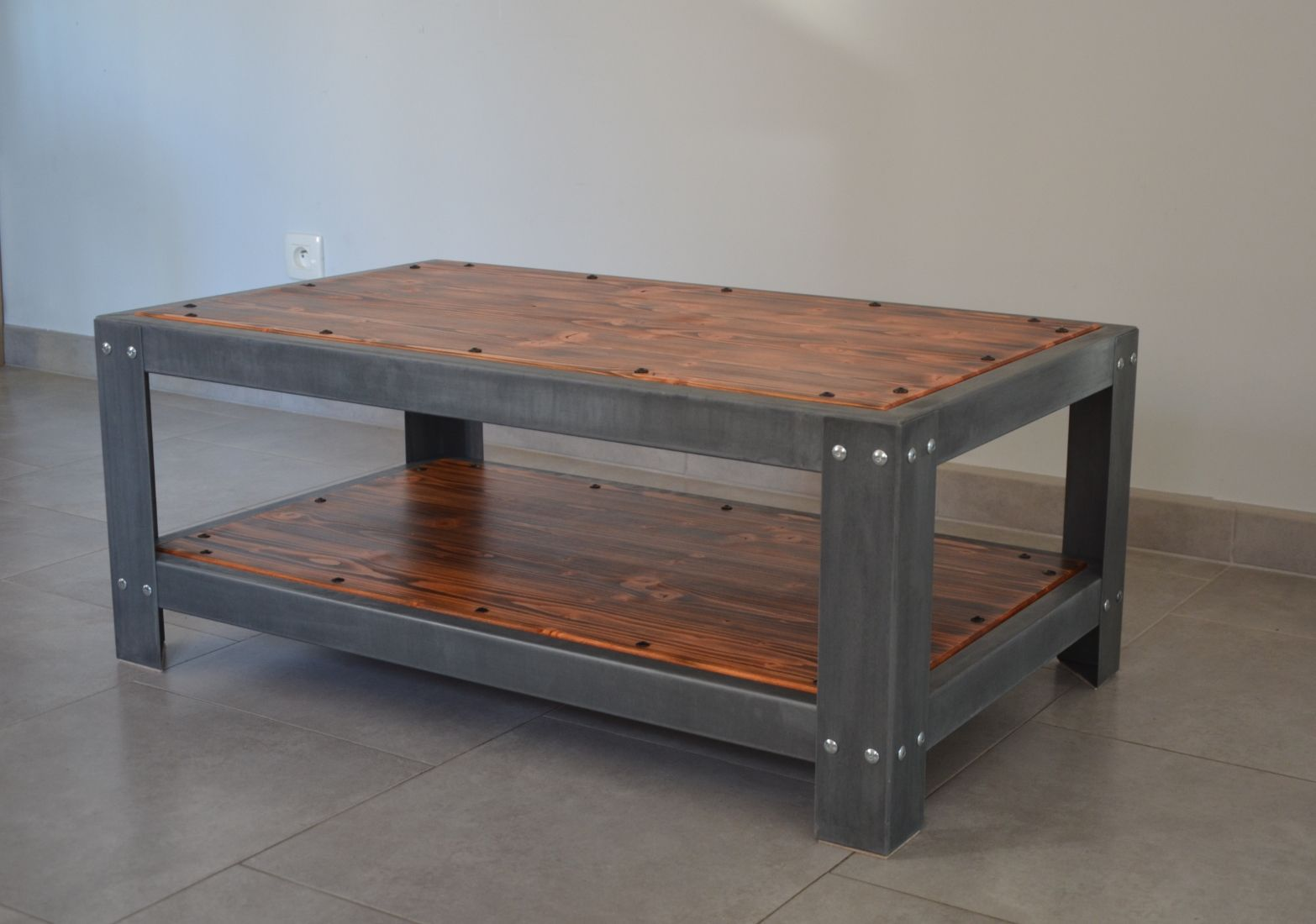 Tavolo Stile Industriale : Tavolino basso in stile industriale in pino in zinco