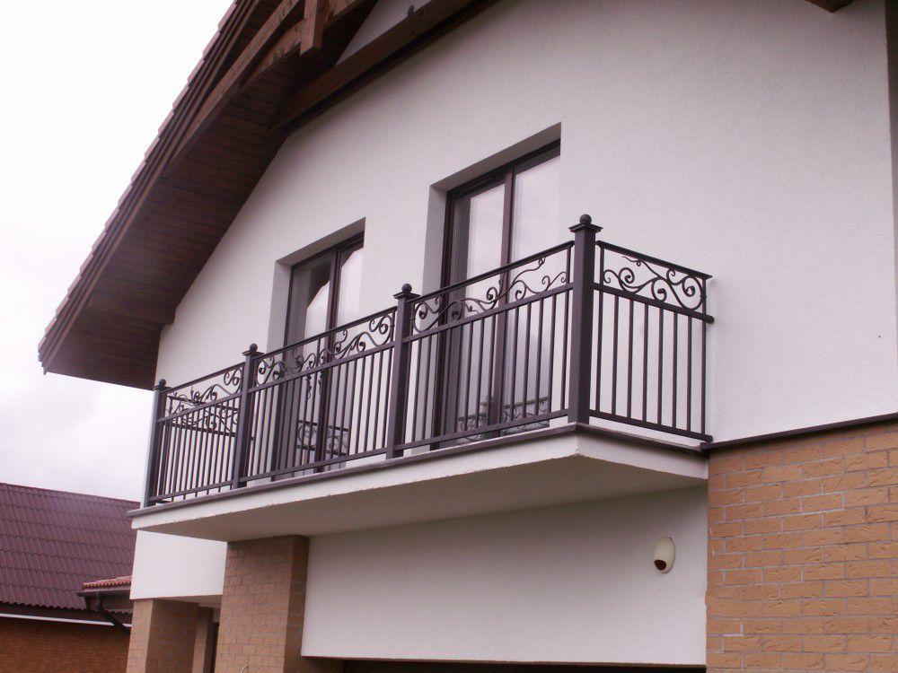 Ringhiera in ferro modellato a sbarre da esterno per balcone
