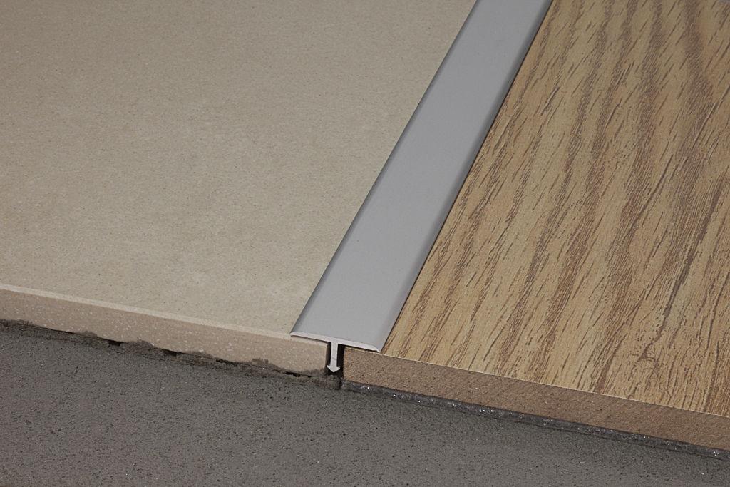 Profilo di separazione per piastrelle in ottone in acciaio inox