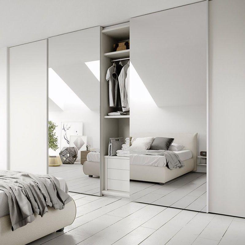 Armadio moderno / in legno laccato / a porte scorrevoli / a specchio ...