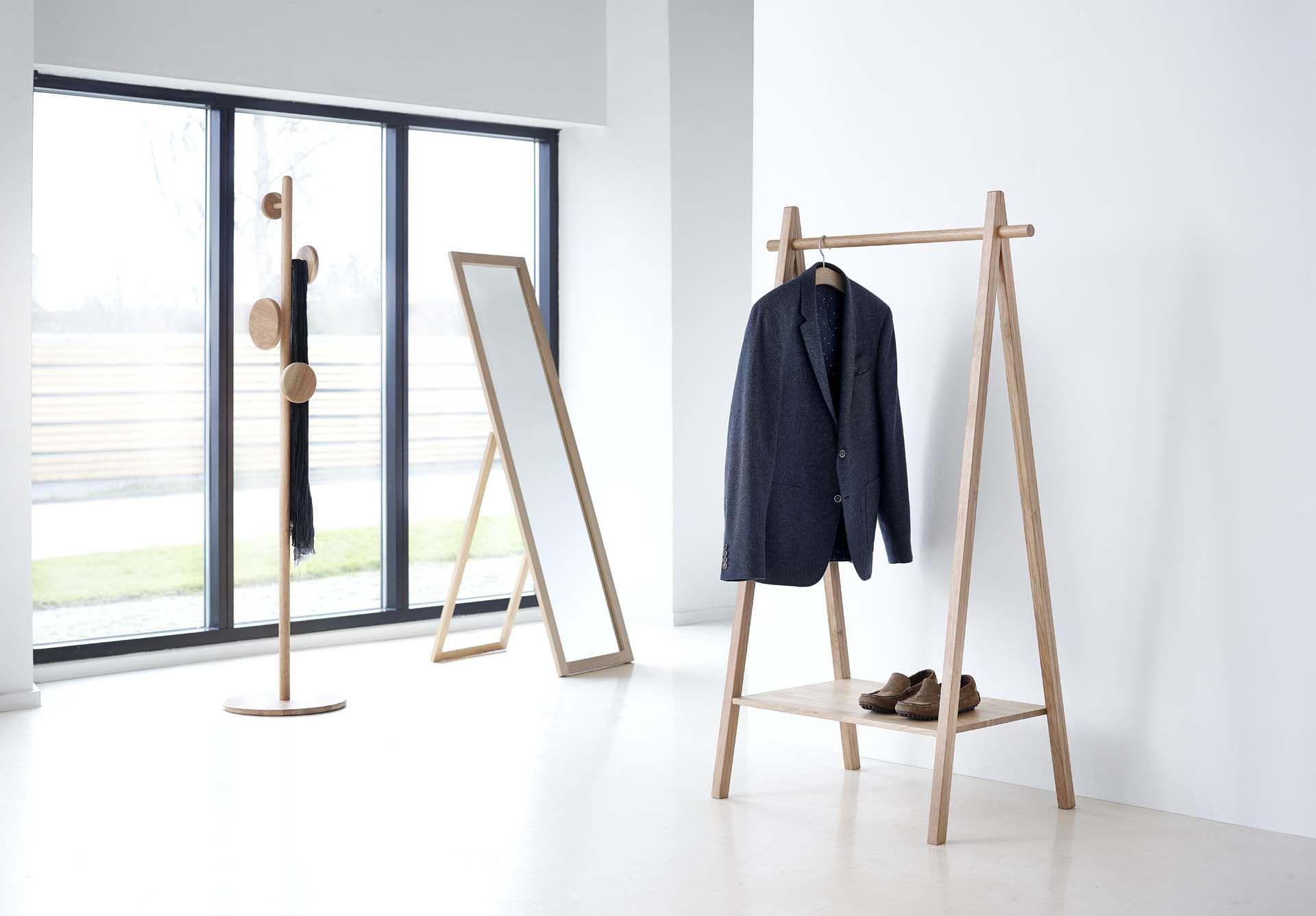 Appendiabiti da terra moderno in legno by dürr aps