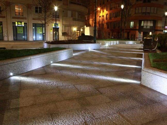 Illuminazione a pavimento per esterni protezioneazienda