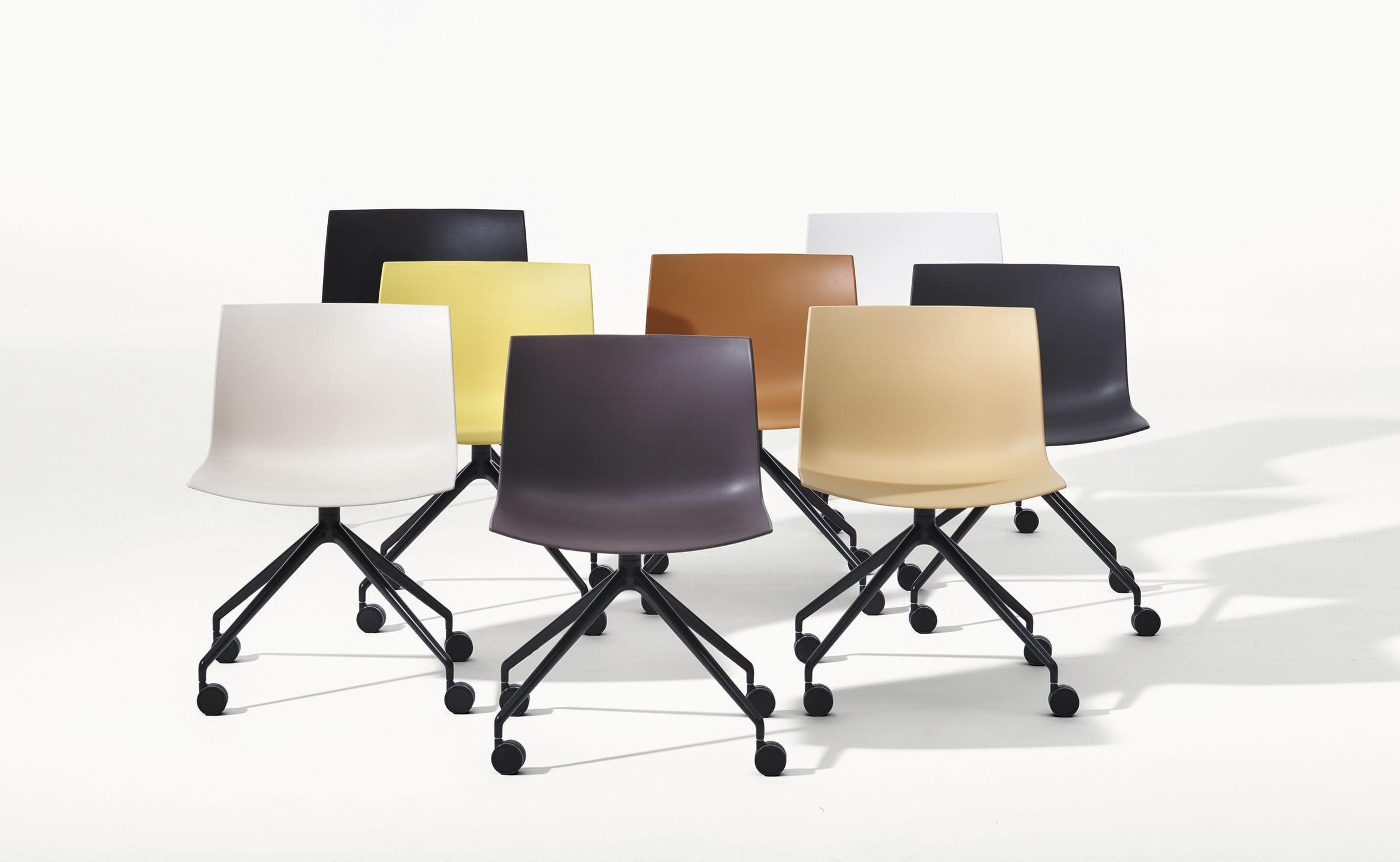 Sedie Da Ufficio Con Braccioli Senza Ruote : Sedia moderna imbottita con rotelle con base a stella