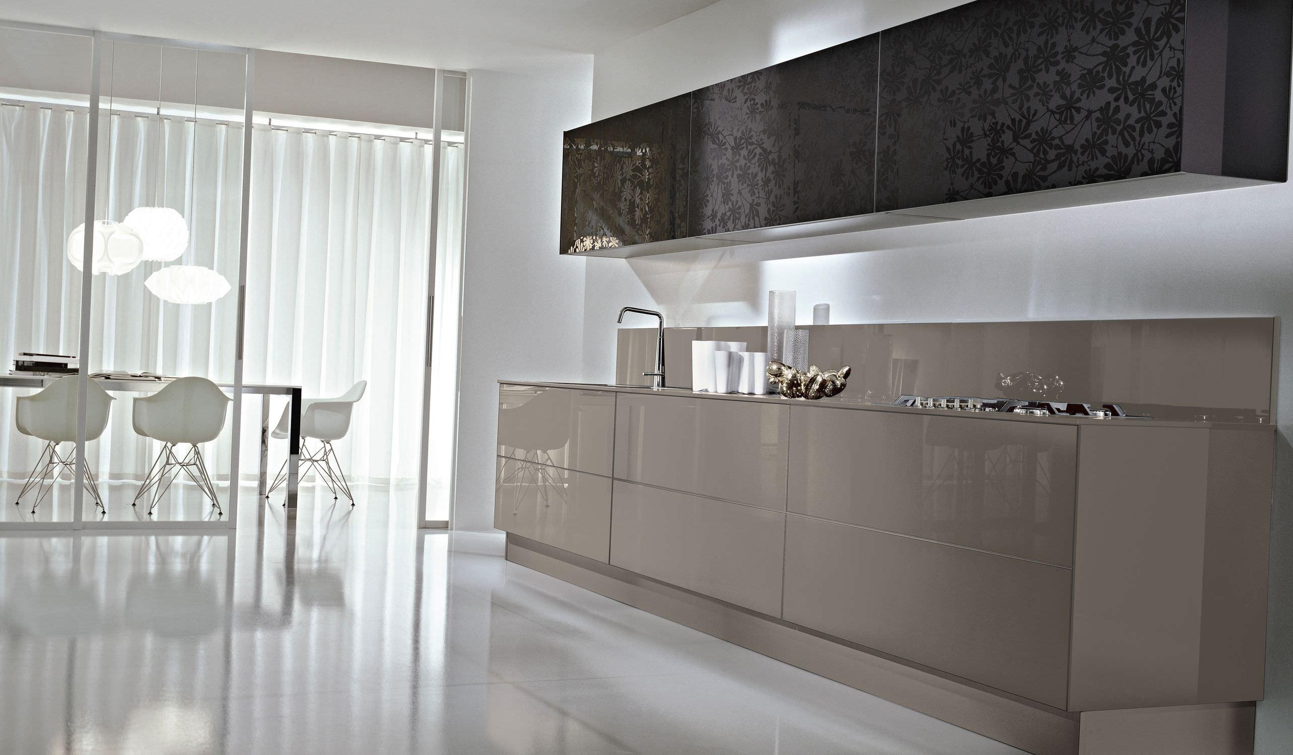 Cucina moderna / in vetro / laccata / senza maniglie - SYSTEM ...