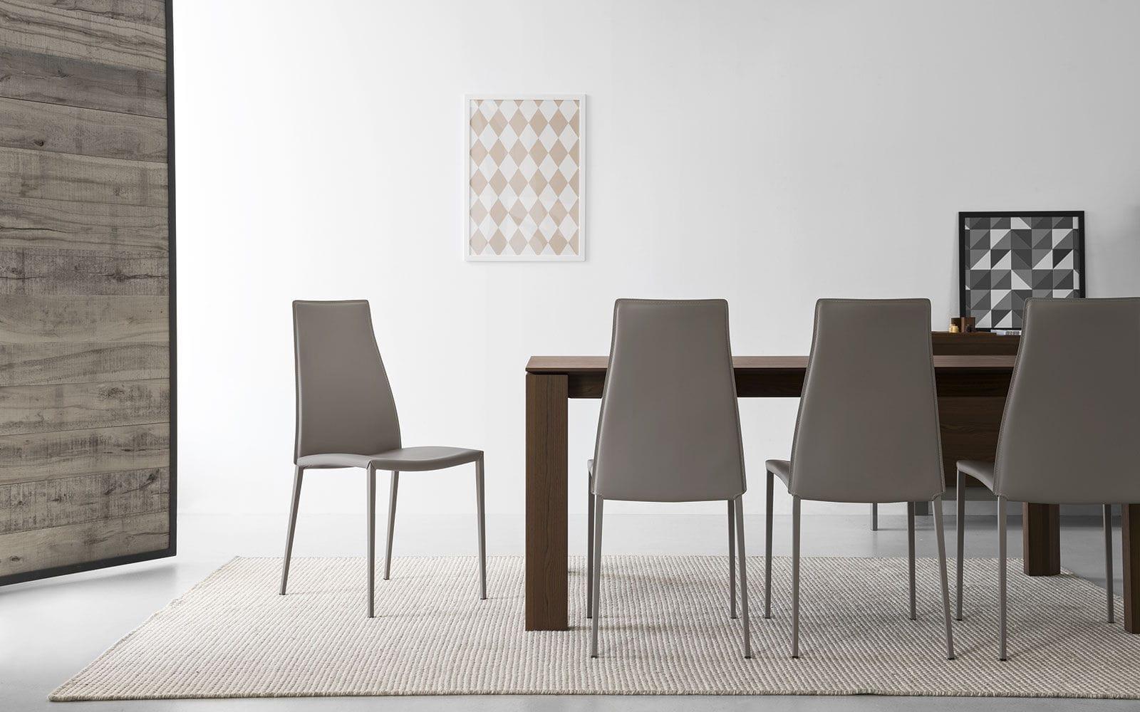 Sedia moderna imbottita con schienale alto in metallo aida