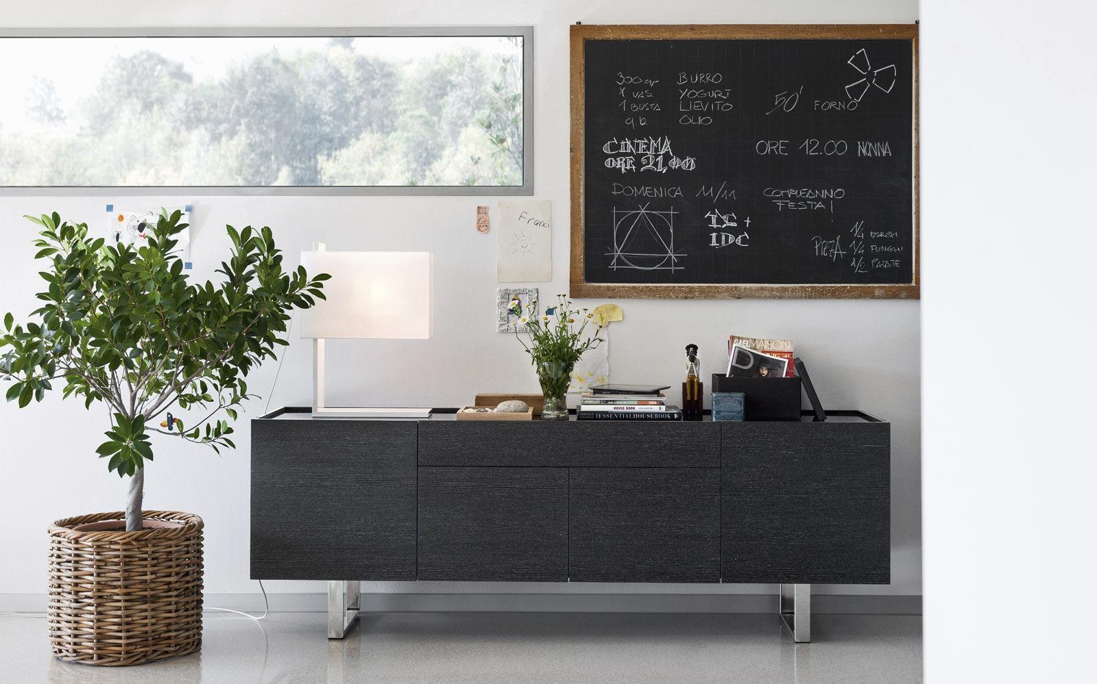 Credenza Moderna Calligaris : Credenza moderna in legno con rivestimento vetro temperato