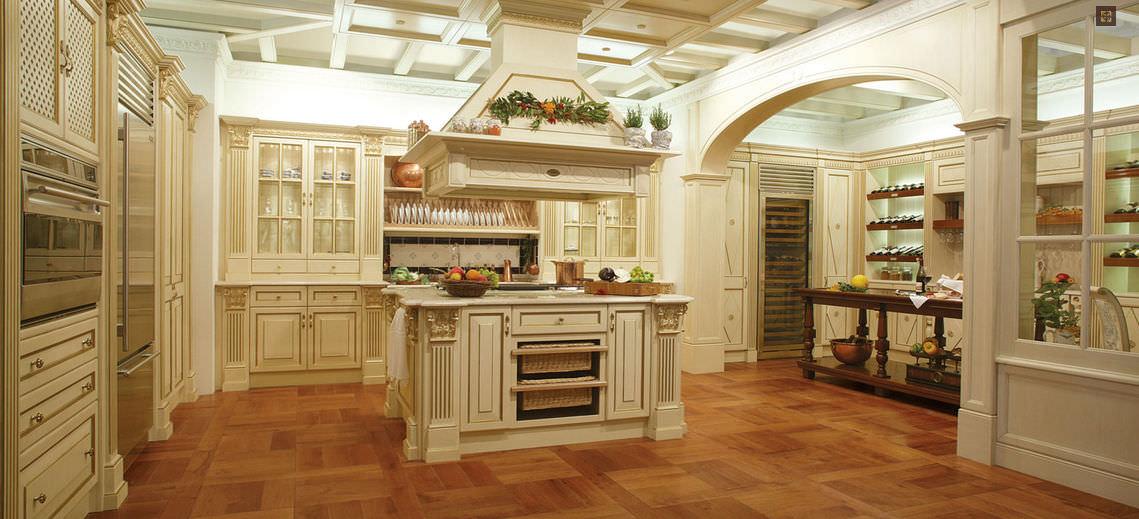 cucina classica in legno con isola royal luxury by franco scalco