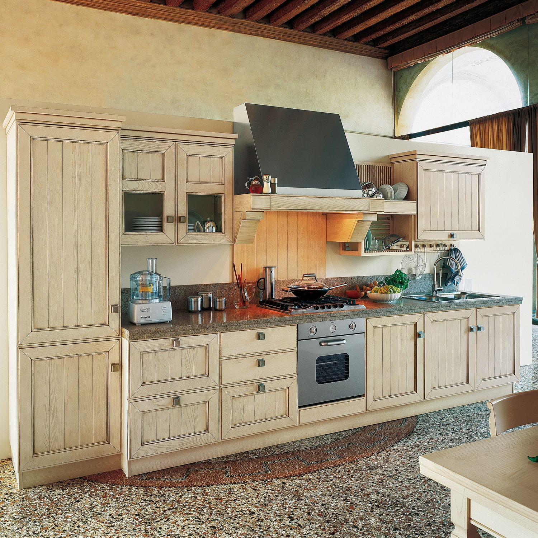 Cucina classica / in frassino / in legno massiccio / laccata ...