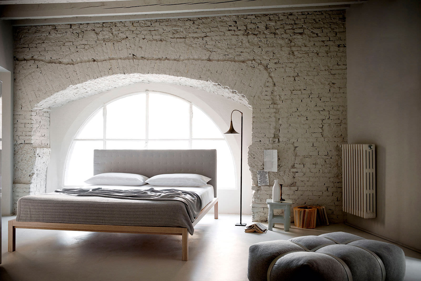 Letto standard / matrimoniale / moderno / imbottito - CARNABY by ...