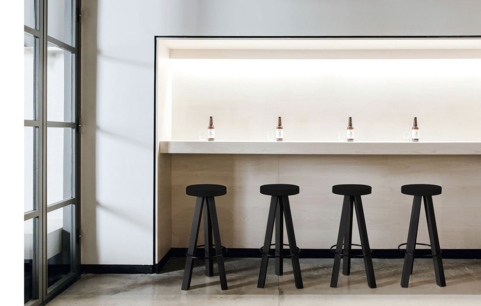 Sgabello da bar design scandinavo in quercia in legno