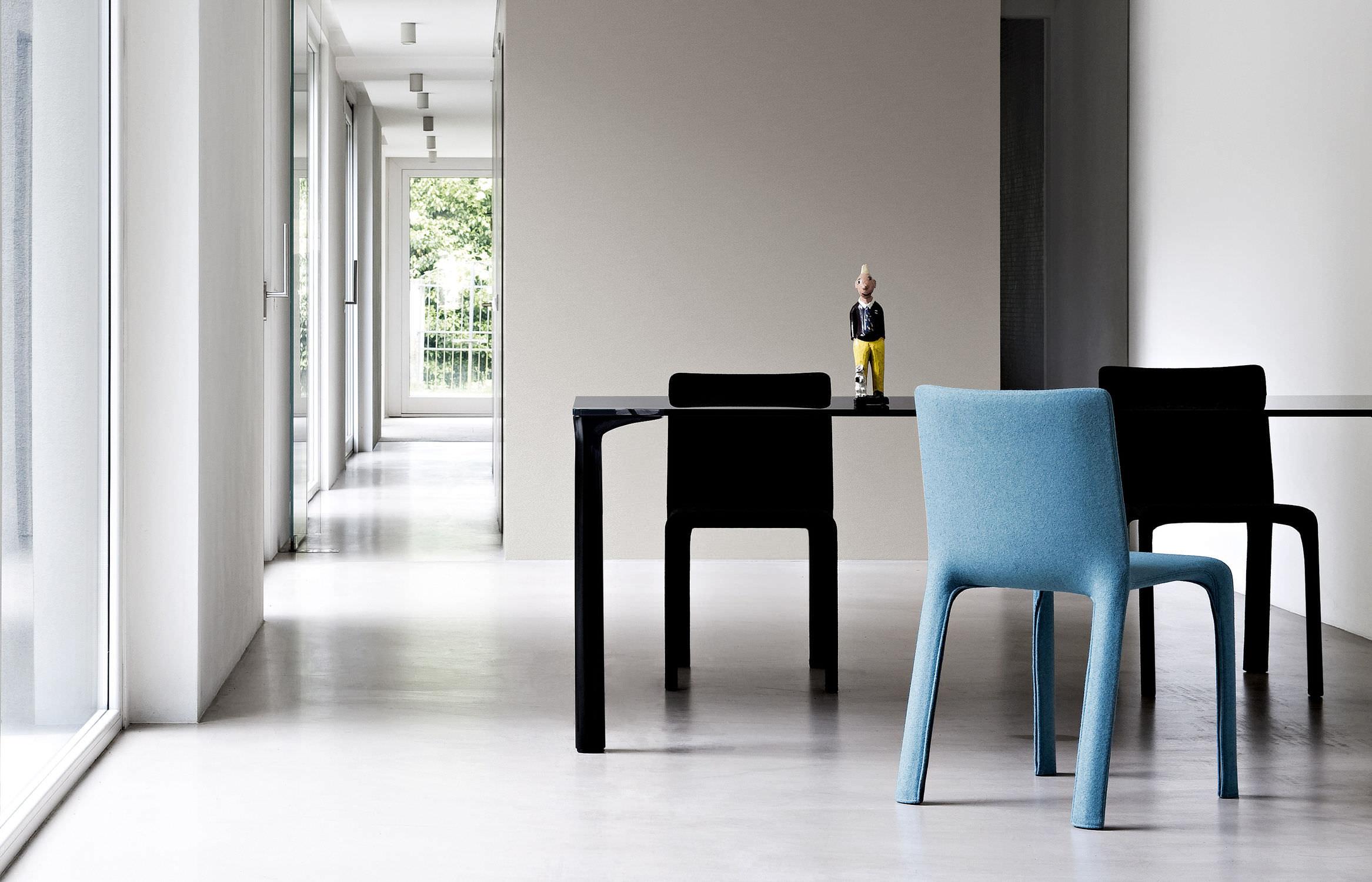 Sedia Imbottita Design : Sedia moderna imbottita con braccioli in tessuto joko by