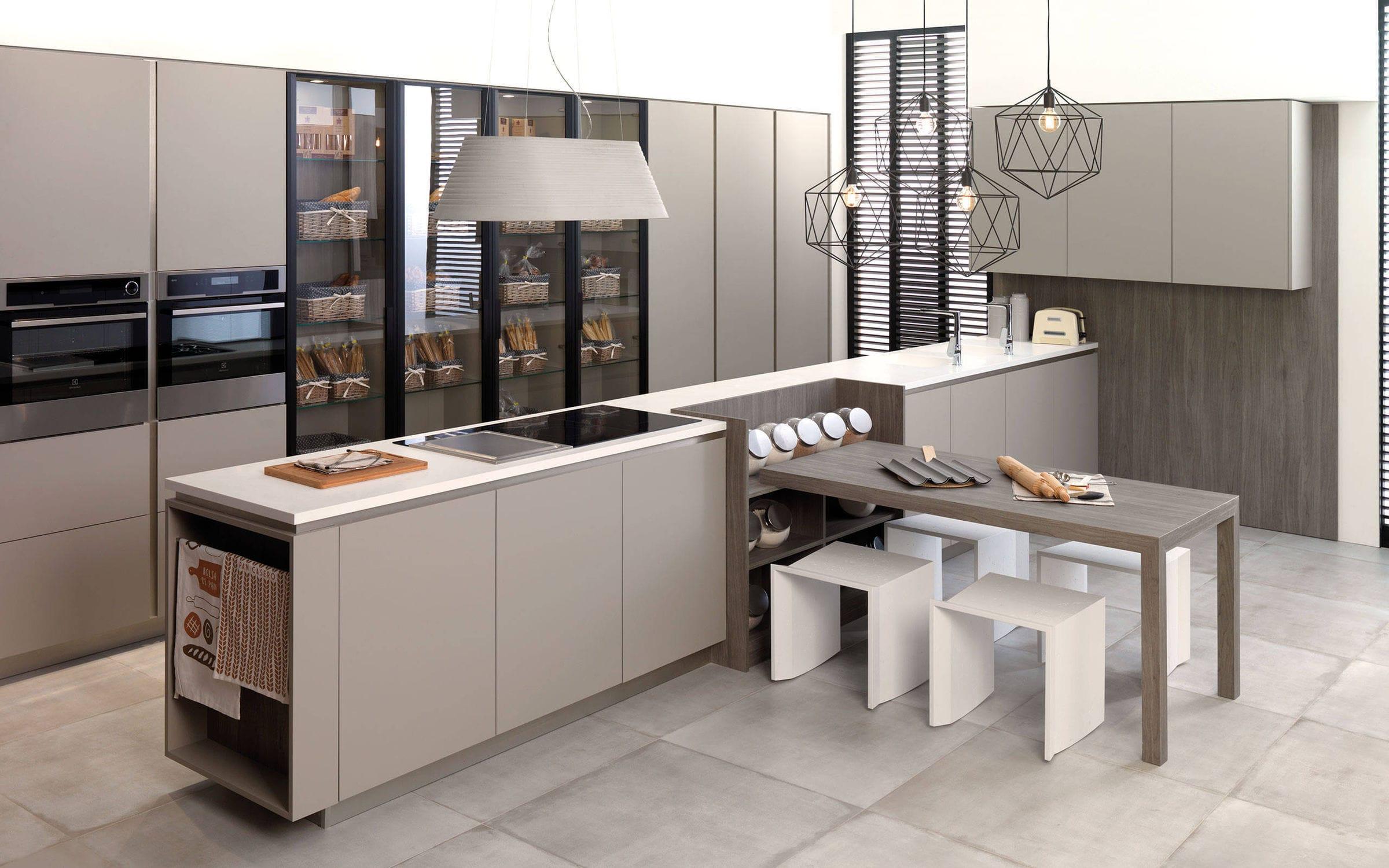 Cucina moderna / in legno / con isola / laccata - R3.90 - GAMADECOR ...