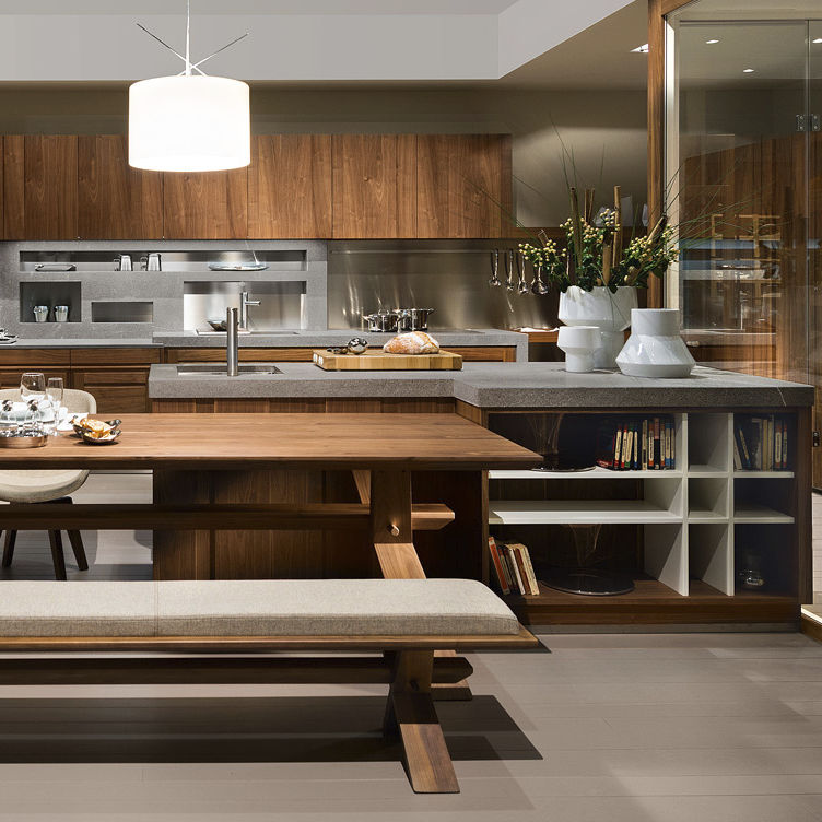 Cucina moderna / in legno massiccio / in noce / con isola ...