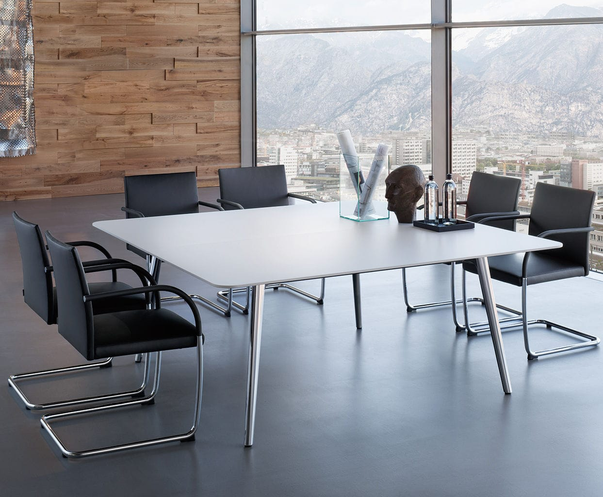 Sedia moderna impilabile con braccioli cantilever george
