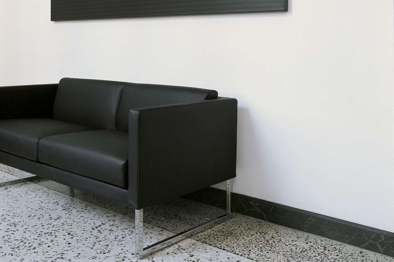Divano Nero Moderno : Divano moderno in pelle posti nero compact by pietro