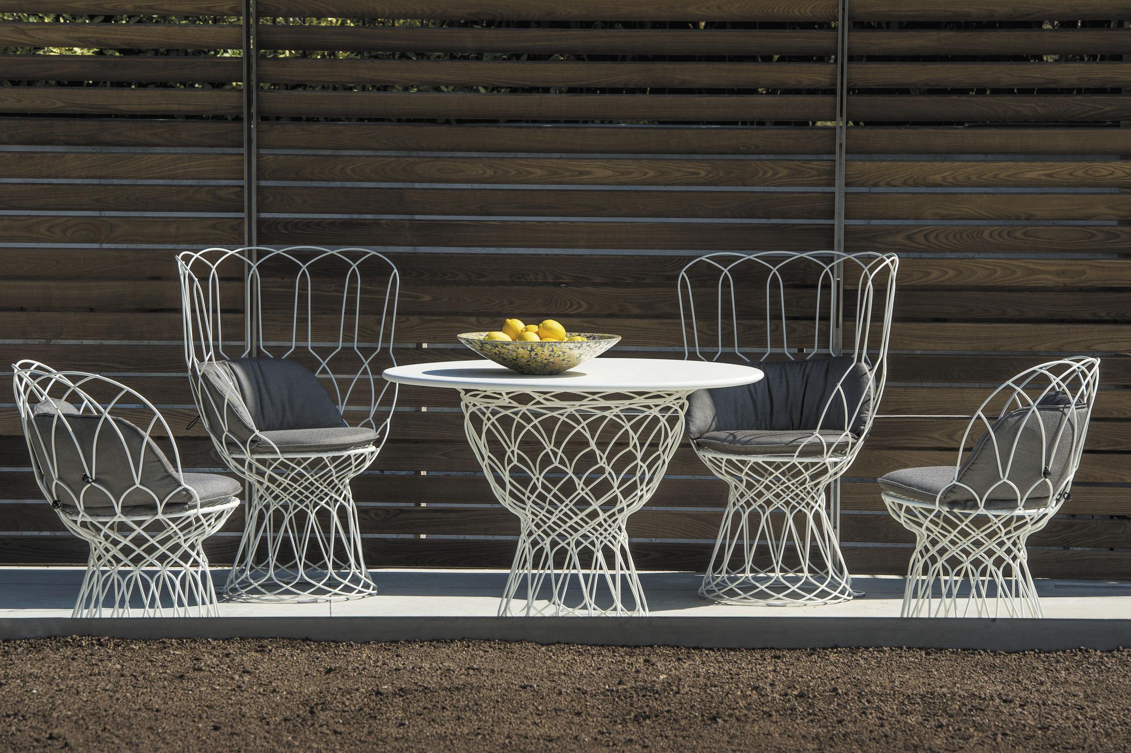 Emu Tavoli Da Giardino Prezzi.Tavolo Moderno In Acciaio Tondo Da Giardino Re Trouve Emu