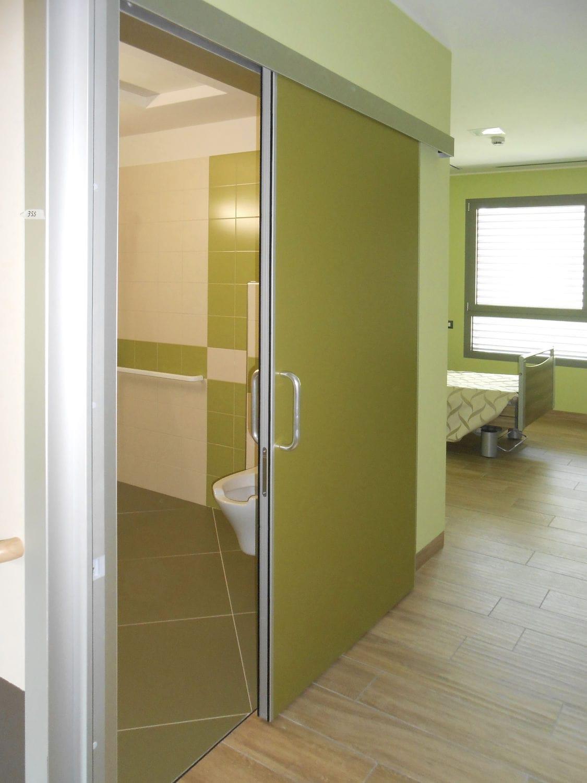 Porta scorrevole / in legno / in alluminio / per edifici pubblici ...