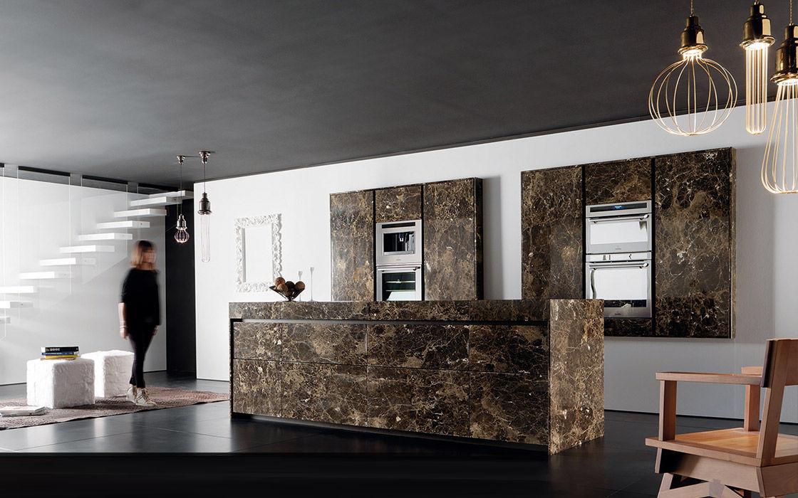 Cucina moderna / in marmo / con isola / senza maniglie - ESSENTIAL ...