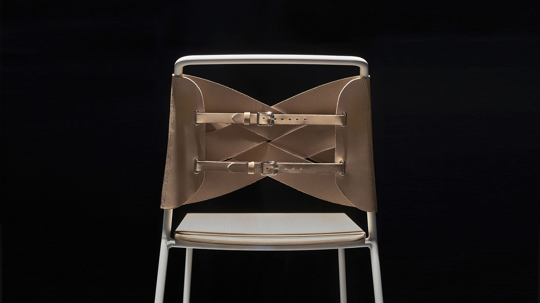 Sedia alta moderna con poggiapiedi impilabile in pelle