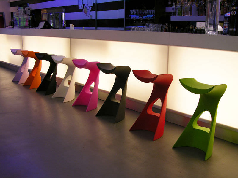 Sgabello da bar design originale in polietilene contract con
