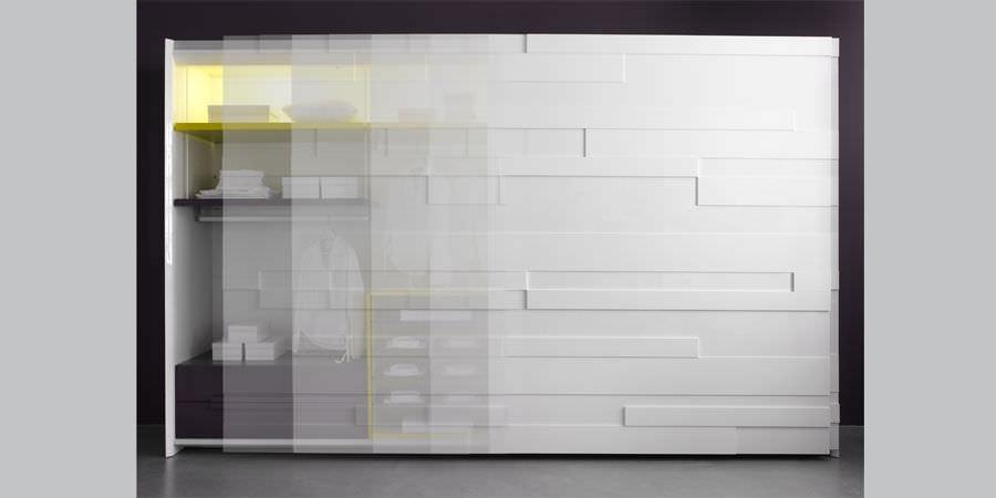Très Armadio moderno / in legno / con porta scorrevole - STRIPE by  SL98