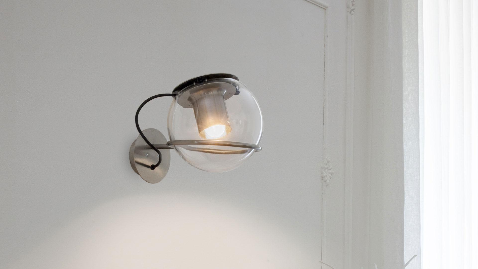 Applique moderna in metallo in vetro soffiato a