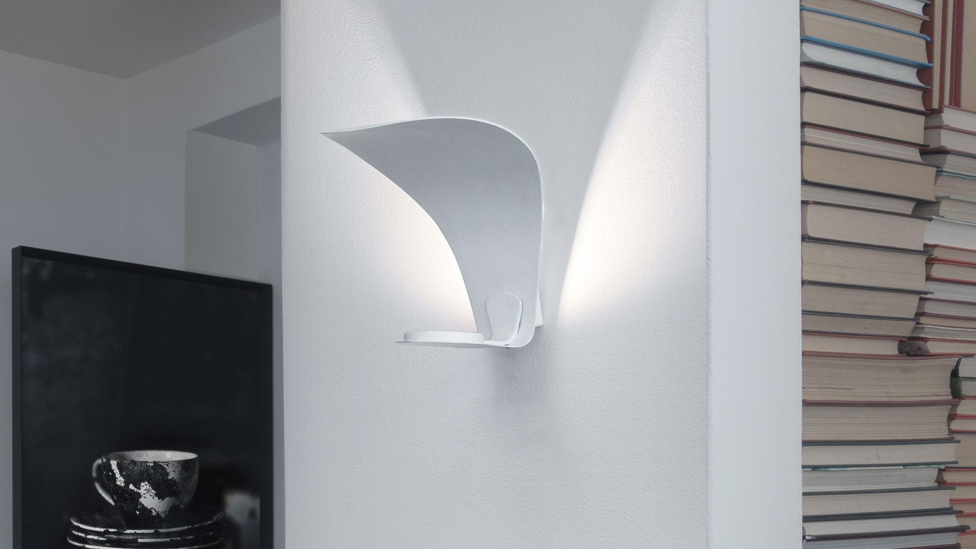 Plafoniera Fiori Bianca : Applique design originale in metallo led bianca voilÀ by
