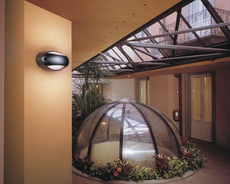 Plafoniera Da Esterno Lombardo : Applique moderna da esterno con rivestimento in vetro temperato