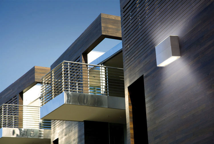 Plafoniera Da Esterno Lombardo : Applique moderna da giardino esterno in vetro