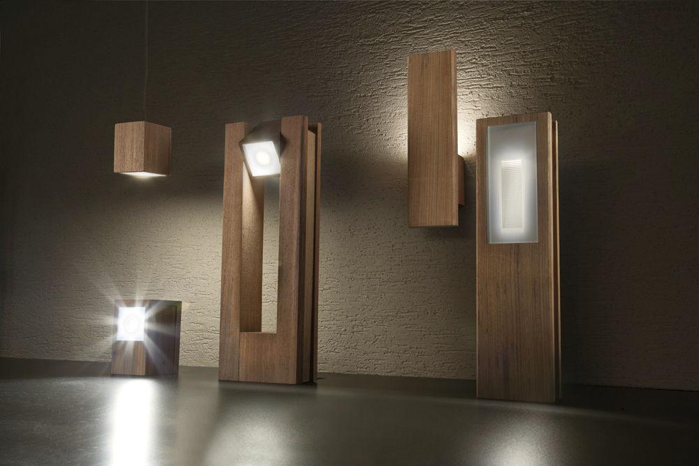 Plafoniera Da Esterno Lombardo : Applique moderna da esterno in teak verticale lineaventi