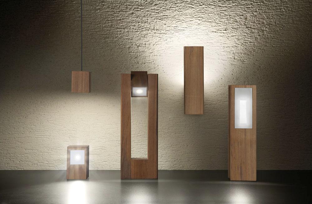 Plafoniere Per Esterno Lombardo : Applique moderna da esterno in teak verticale lineaventi
