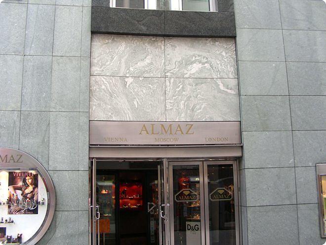Pietra Verde Rivestimento : Rivestimento di facciata in pietra naturale levigato in fogli