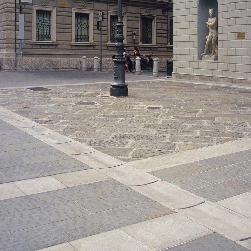 Piastrella da esterno / per pavimento / in pietra naturale ...
