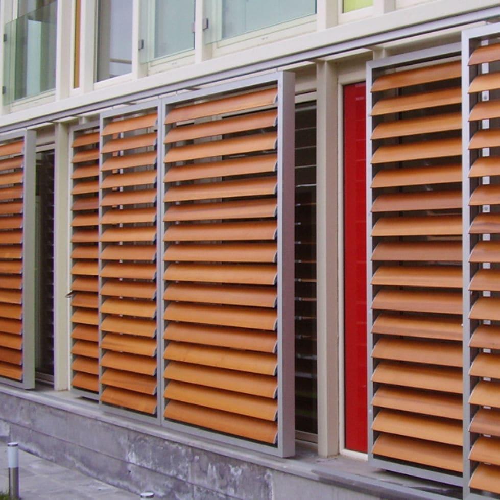 Persiane In Legno Scorrevoli : Persiana scorrevole in legno in alluminio per facciate sp